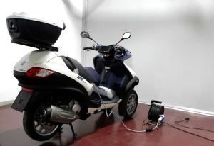 Τα συστήματα του ΙΜΕΤ για την υποβοήθηση των μοτοσικλετιστών με στόχο την ασφαλή οδήγηση μπαίνουν πια στα καινούρια μοντέλα μοτοσικλετών και σκούτερ της Piaggio.