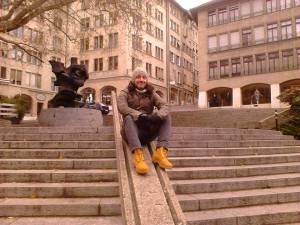 Κώστας Μεσημερλής, 32 ετών, εκπαιδευτικός. Εργάζεται σε σχολείο στην Ελβετία