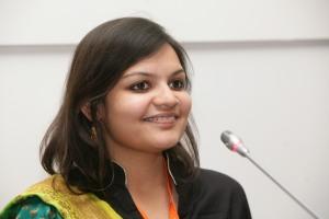 Η Poorvi Bhargava, συντονίστρια της ομάδας σύνταξης της εφημερίδας Khabar Lahariya, που κέρδισε το βραβείο «Best of Blogs» στο παγκόσμιο φόρουμ των μίντια που διοργάνωσε η Deutsche Welle.© DW/K. Danetzk © DW/K. Danetzki