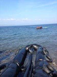 Η μια βάρκα έρχεται πίσω από την άλλη ΦωτΣ.Χρ.